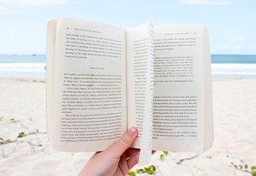 ¿Por qué nos encanta leer en verano?